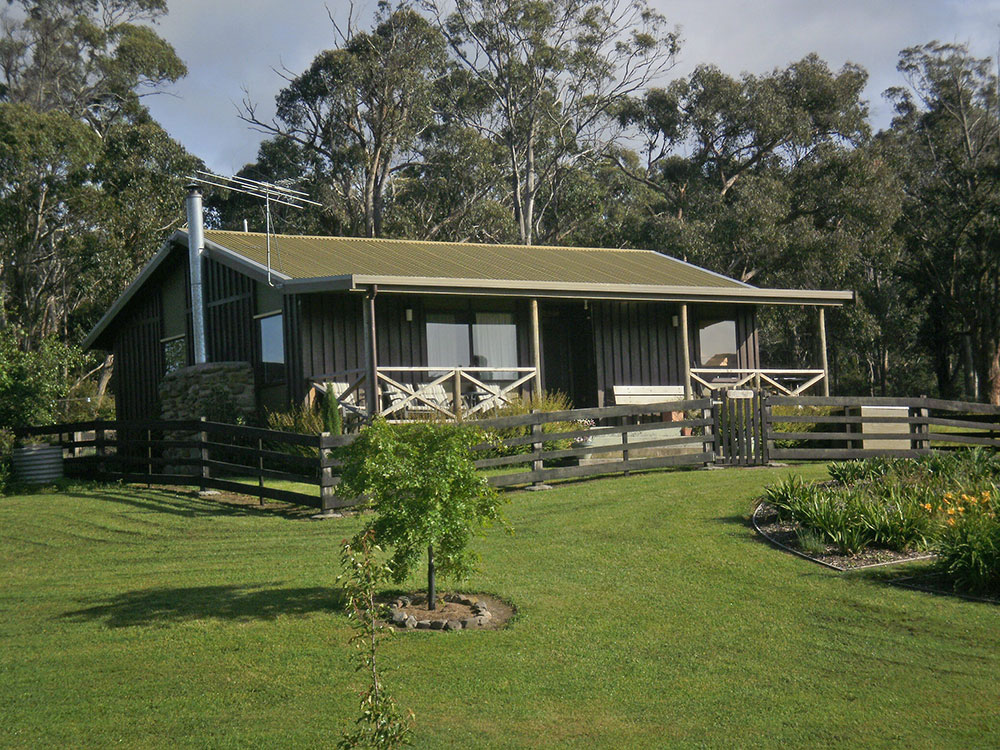 "<a href=""https://www.derwentvalleytasmania.org.au/stay/duffys-country-accommodation/"">Duffy's Country Accommodation</a>"